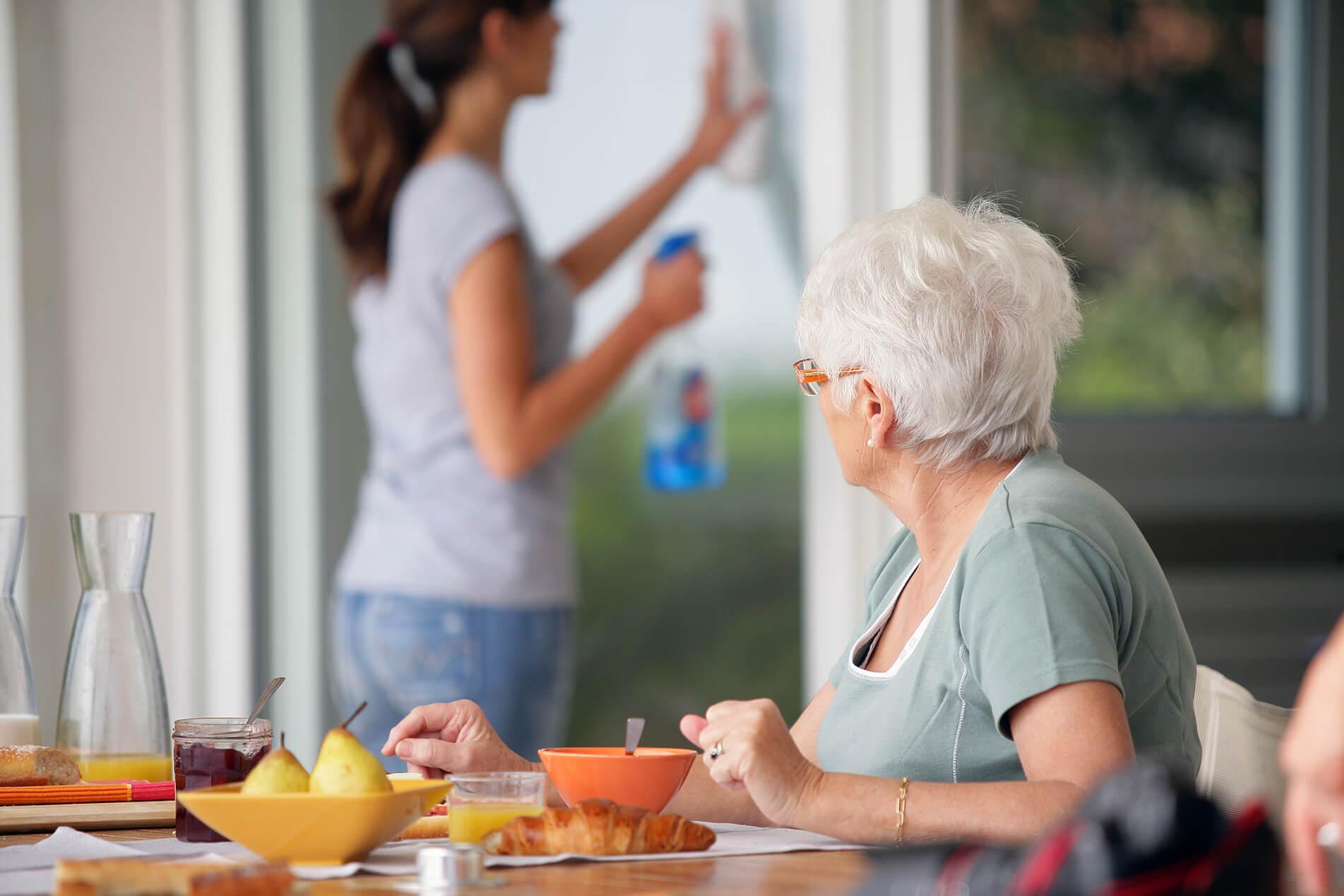 Känn dig trygg med vår seniorservice